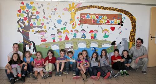 Un mur aux couleurs du centre de loisirs